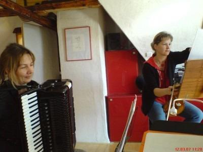 Probe mit Birgit Erbe und Susanne Schlät