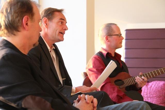 Veranstaltung in Bührnheims Literatursalon im Mai 2012, R. Grüneberger, B. Jung und M. Hoepfner